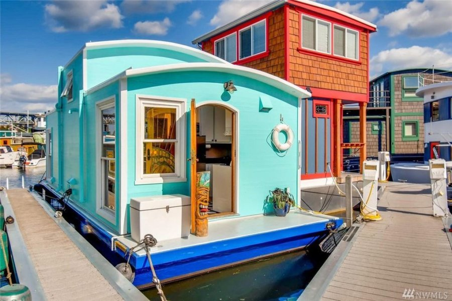Spend Time in houseboats in Seattle