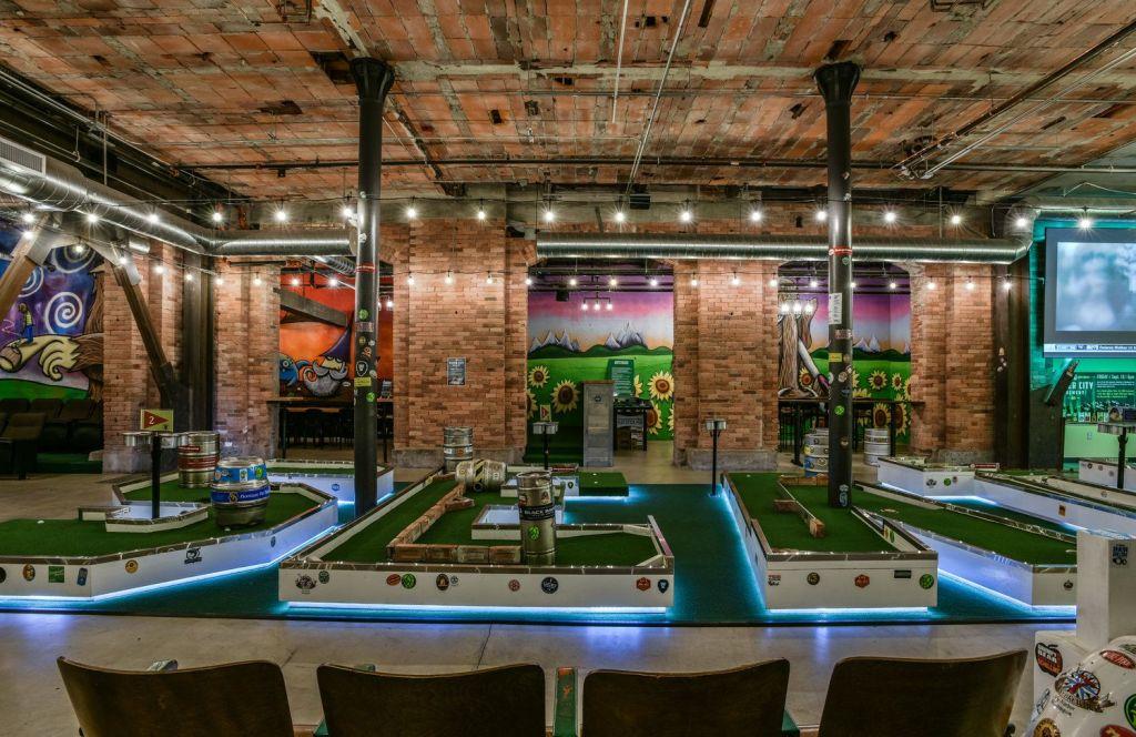 Visit Mini-Golf Bar Flatstick Pub