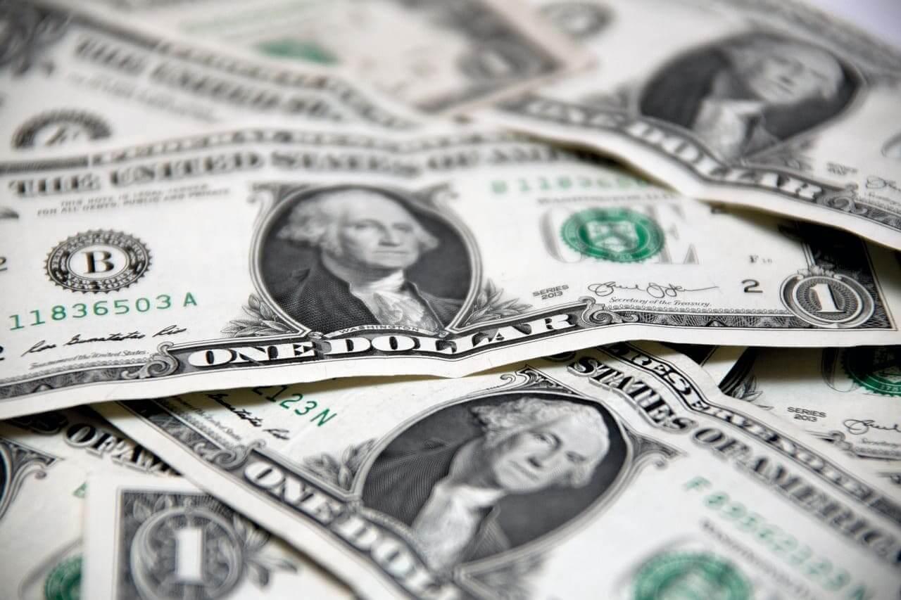 一ドル札の山
