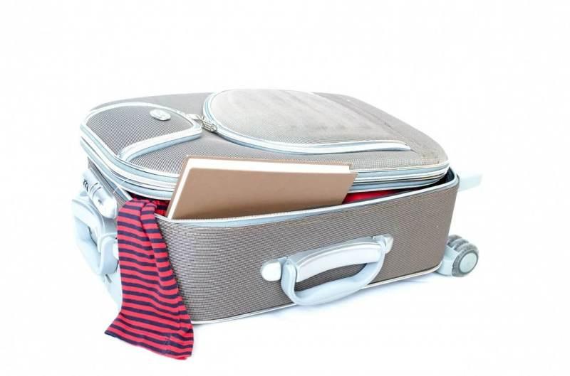 ぎゅうぎゅう詰めのスーツケース