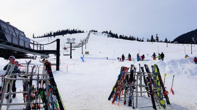 Skiing at Snoqualmie Summit, Near Seattle, Must Visit Places at Seattle. Seattle Attractions. Things to do in Seattle