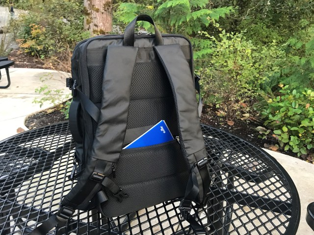 Nayo EXP review - Back Hidden Pocket