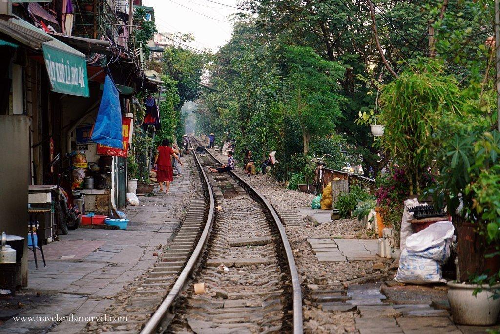 Cosa vedere ad Hanoi: street train
