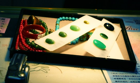 How to differentiate amongst the various stones (Cat's eye, tiger eye, emerald jade, agate)