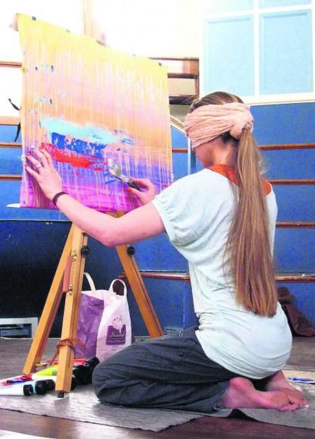 Olivia Boa paints blindfolded