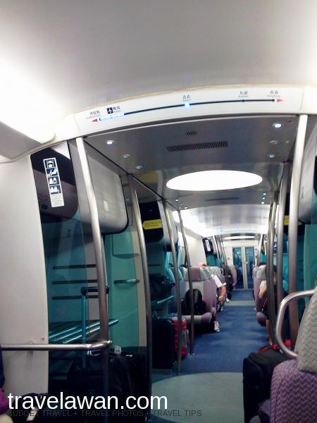 Suasana nyaman di dalam kereta Airport Express yang berangkat setiap 10 menit se