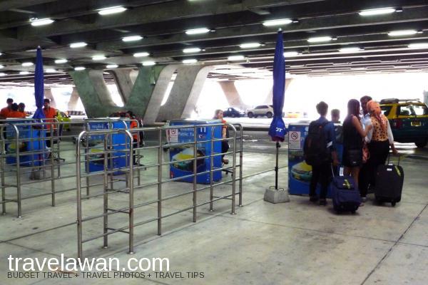 Tempat tunggu taxi resmi di Bandara Internasional Suvarnabhumi, Bangkok
