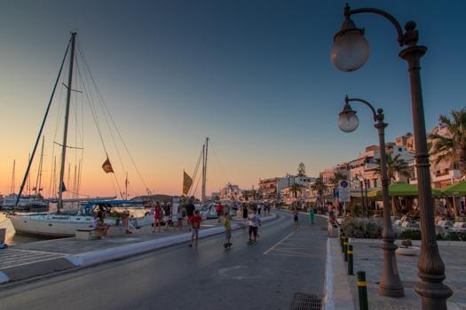 Grecia con los niños: Noche en Naxos Town