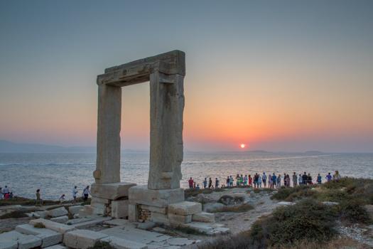 Grecia con los niños: Puesta de sol en el Templo de Apolo en Naxos.