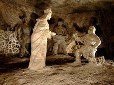 Scene istorice imortalizate în sculpturile subterane