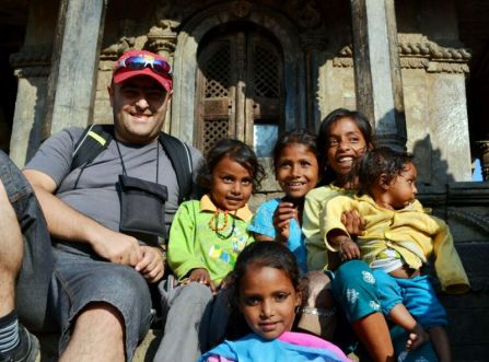 La Bhaktapur, cu copiii nepalezi