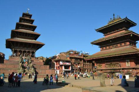 Durbar Square, Bhaktapur. În stânga este Templul Nyatapola.