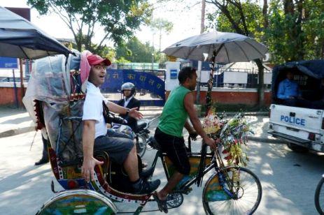 Cursă nebună cu ricşa prin Kathmandu. Poliţia e cu noi!
