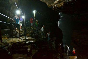 Gupteshwar este o peșteră închinată lui Shiva