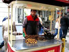 Vânzător de castane în Taksim