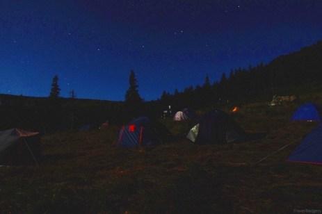 Noaptea la corturi