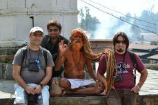 Pentru câteva rupii, poți poza alături de un Sadhu