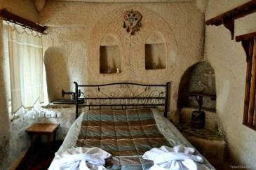 Am dormit în grotă de lux