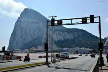 Celebra stâncă a Gibraltarului și stopul de la barieră