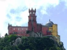 Palácio Nacional da Pena, văzut de la Castelul Maurilor