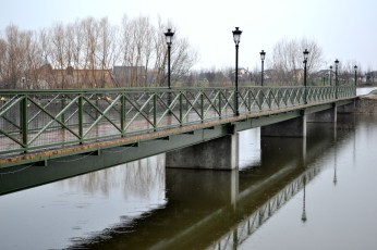 Pasarela Dorinţelor, replică după Pont des Artes din Paris