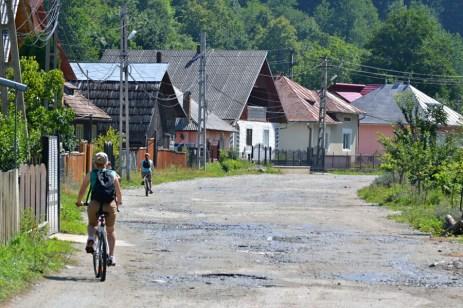 Cu bicicletele, pe Vaser în sus