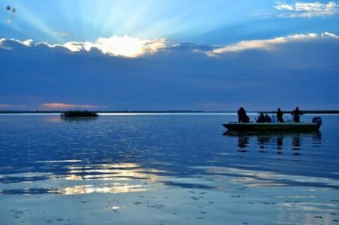 Răsărit pe lacul Isac
