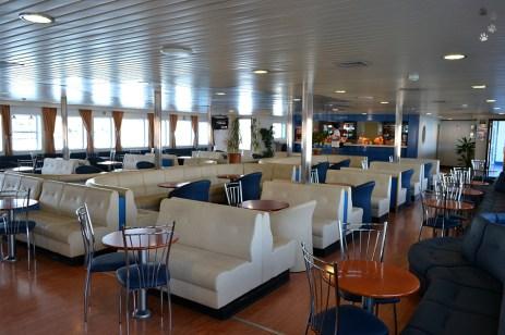 Interiorul elegant al vaporului
