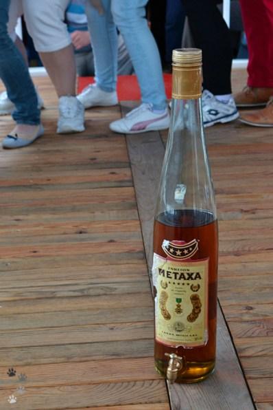 Cine dansează, primește Metaxa