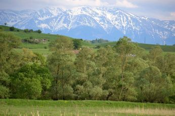 Valea Hârtibaciului și Făgărașul pe fundal