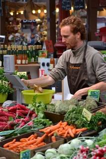 Vânzător în piața centrală
