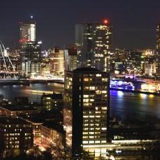 Admirând panorama orașului-port Rotterdam, din vârful turnului Euromast