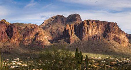 שביל האפאצ'י בהרים הנטושים של אריזונה The Apache Trail