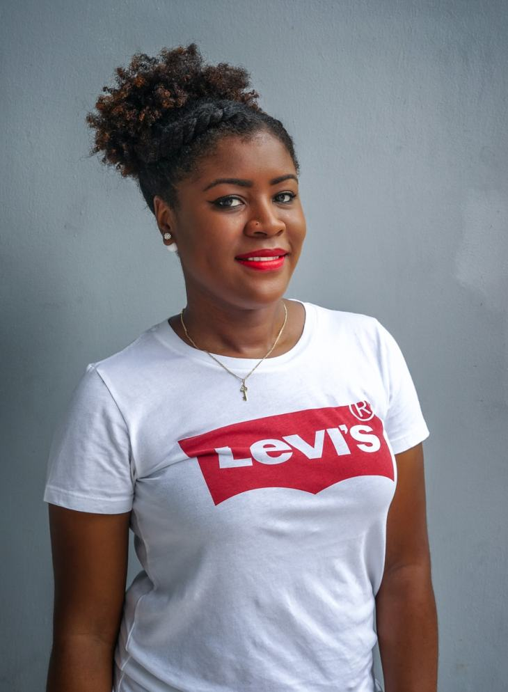 What To Wear When You Are Not Feeling To Dress Up   Graphic T-Shirt   Levis T-Shirt   Mom Jeans   Boyfriend Jeans   Travel Beauty Blog
