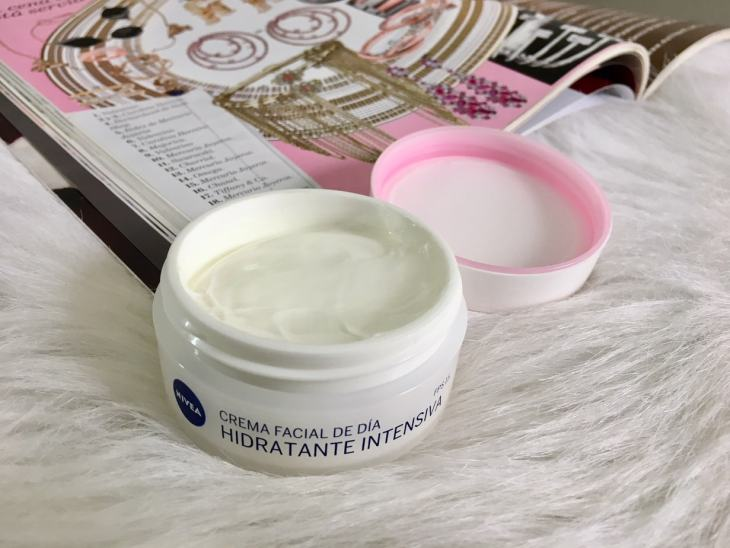 Nivea Intensive Face Moisturizer | What I Absolutely Like About Nivea Face Moisturizer | Beauty Products | Nivea | Moisturizers | Daily Face Cream Review | Travel Beauty Blog