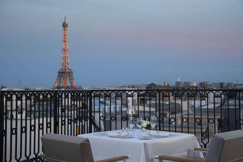 peninsula hotel rooftop terrace paris