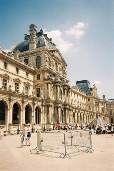 the louvre paris exterior