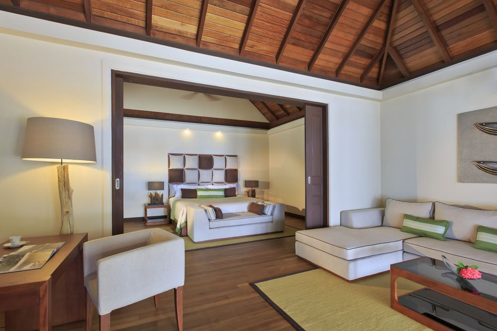 kurumba-maldives-room-living