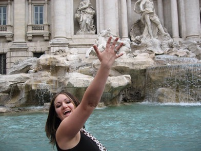 Heather Hopkins of Art Travel Eat Repeat Throwing a coin in the Trevi Fountain, Rome