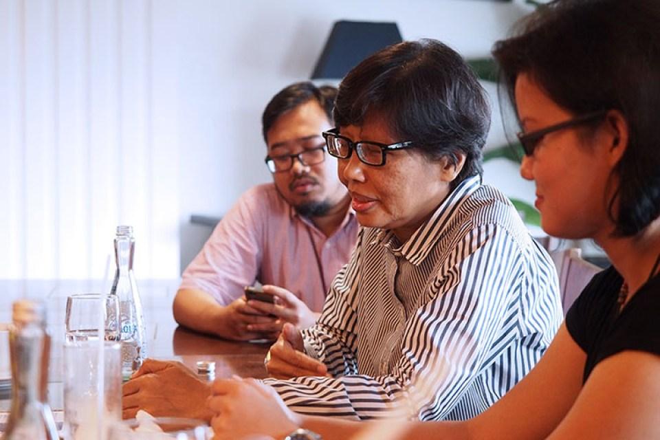 Berdiskusi tentang masalah Pariwisata Indonesia