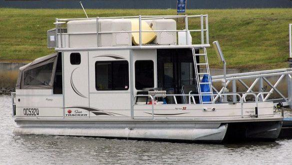 houseboat thinboyfatter