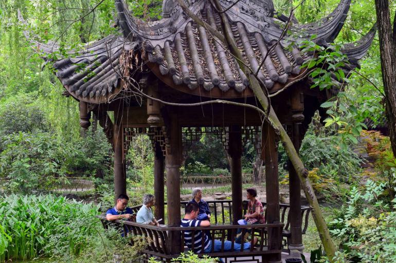 לשבת לנוח כמו הסינים (צילום: טל ניצן)