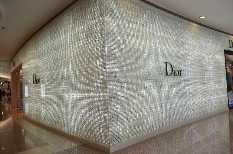 חנות של דיור בשאנגחאי. נשים שניות מהוות כשליש מכוח הקנייה של מותגי יוקרה (צילום: נוגה פייגה)