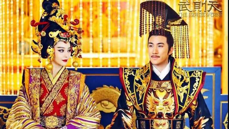 """וו דזה-טיאן ובעלה, הקיסר גאו-דזונג, מהסדרה """"הקיסרית של סין"""" (צילום מסך)"""
