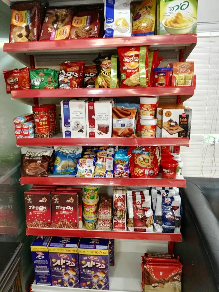 """אוכל כשר לפסח, כפי שנמכר במרכזי חב""""ד בסין (צילום: נוגה פייגה)"""