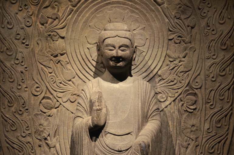 סטלה בודהיסטית במוזיאון. מיצגים מרשימים מתקופת הפיצול בסין (צילום: נוגה פייגה)