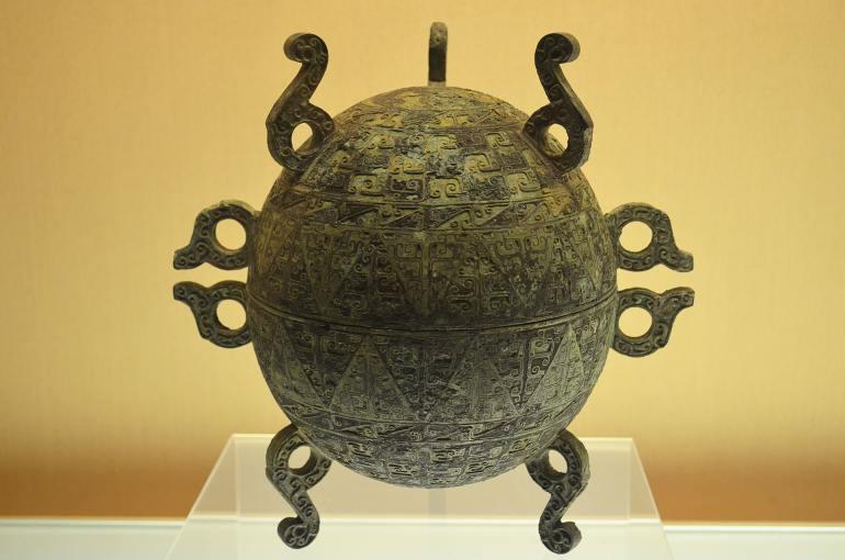 """כלי ברונזה מתקופת """"המדינות הלוחמות"""". אובדן אמונה ותהליכי חילון השפיעו על האמנות (צילום: נוגה פייגה)"""