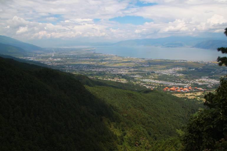 מבט על האגם ממעלה ההרים (צילום: יובל לוי)