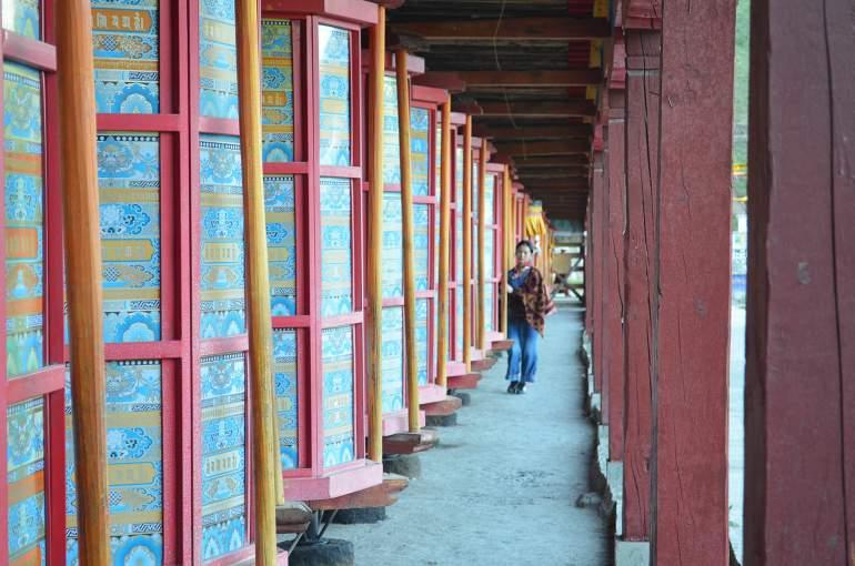 גלגלי התפילה של מנזר טאגונג (צילום: נוגה פייגה)