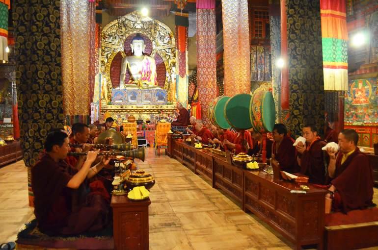 תפילה במנזר טאגונג (צילום: נוגה פייגה)